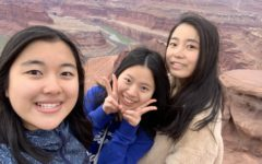 Lisa Zhu(middle) alongside her international friends visiting the Grand Canyon in February of 2021